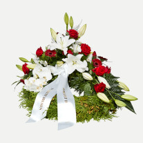 Classic wreath with ribbon - white and red